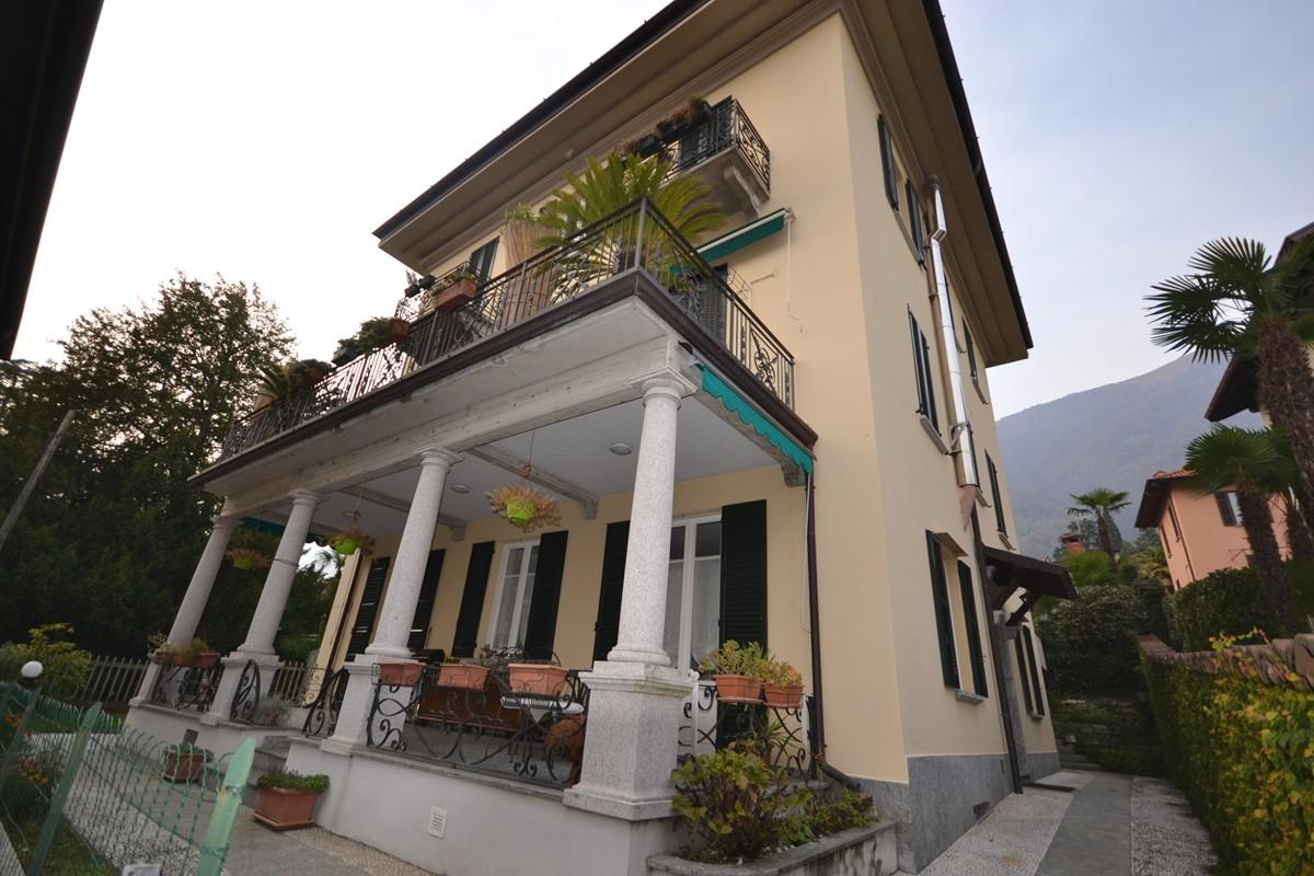 Appartamento lago di como lenno in centro paese in villa for Appartamento lago