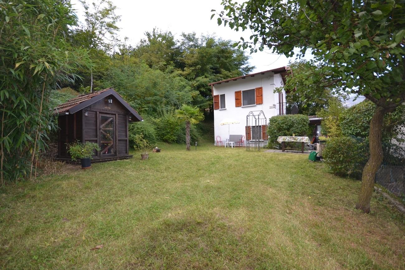 casa con giardino e rustico