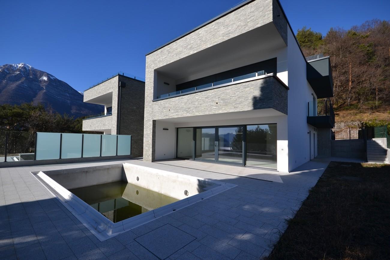 villa con piscina lago