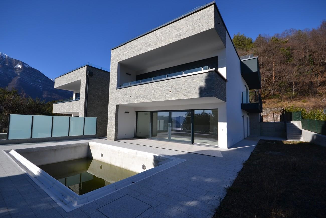 Menaggio villa con piscina e vista lago agenzia immobiliare altolario - Vendita villa con piscina genova ...