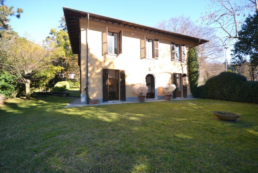 Tremezzo villa d'epoca con parco lago di Como (14)