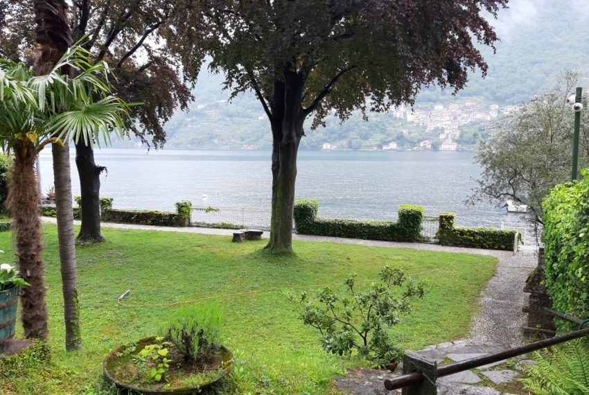 Lago di Como Laglio villa a lago con giardino e attracco barca (3)