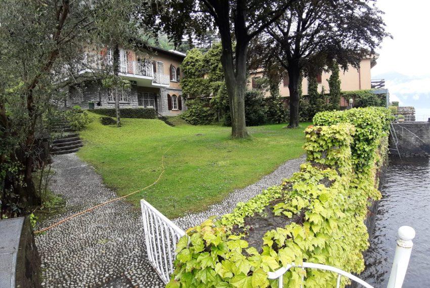 Lago di Como Laglio villa a lago con giardino e attracco barca (5)
