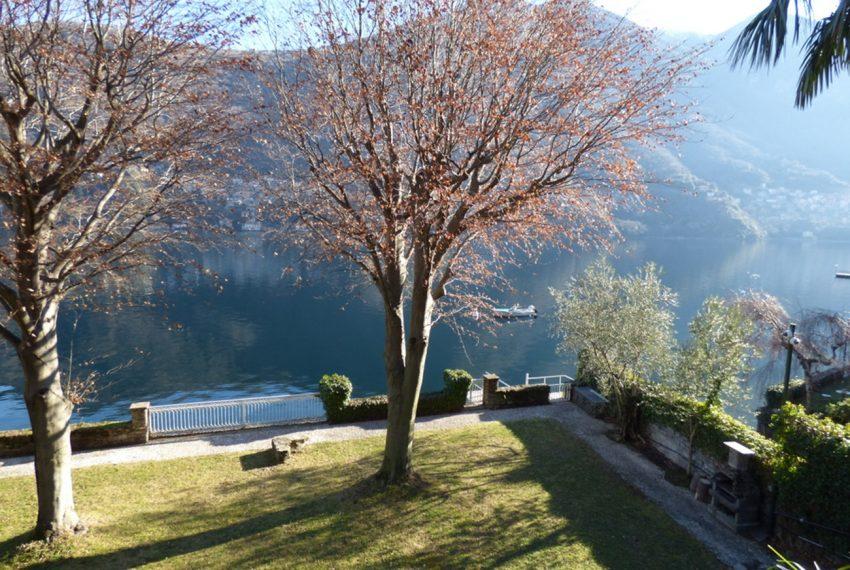 Lago di Como Laglio villa a lago con giardino e attracco barca (7)