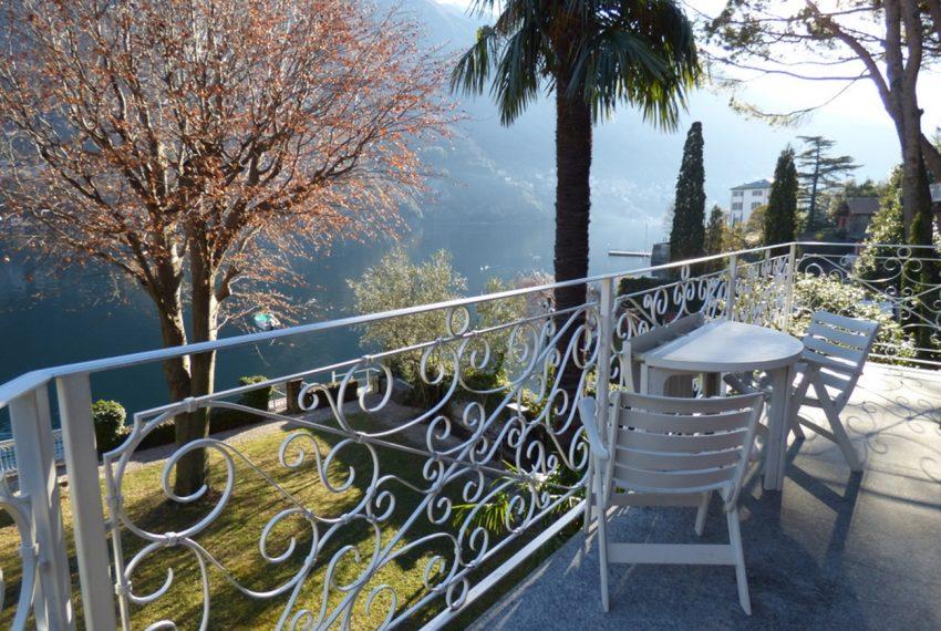 Lago di Como Laglio villa a lago con giardino e attracco barca (8)
