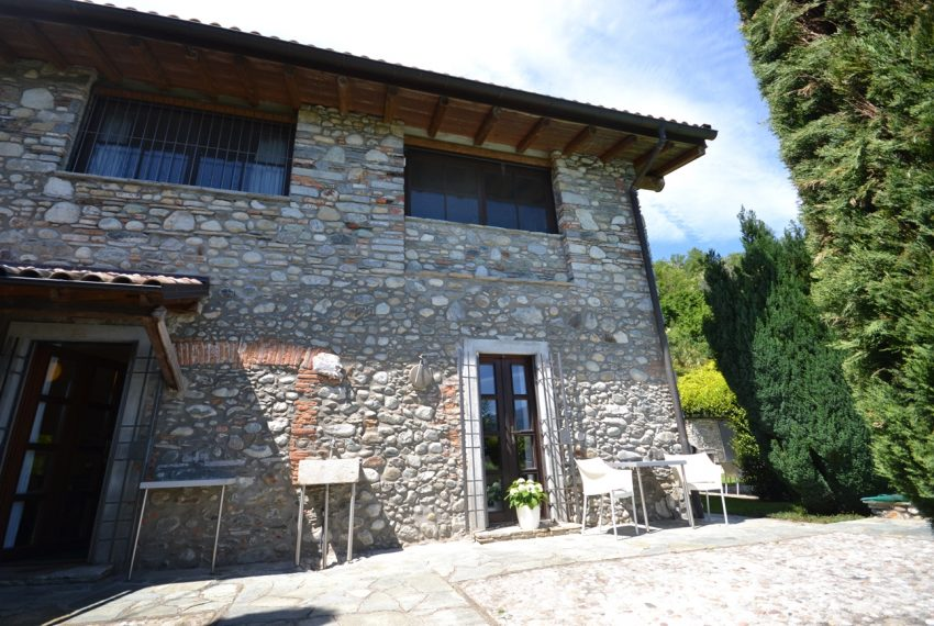 Lago di Como villa in sasso vendita a Griante - vista Bellagio (1)