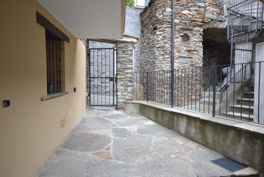 Lago Como PIanello casa in sasso ristrutturata a nuovo con vista lago e terrazzo. Ideale investimento. (11)