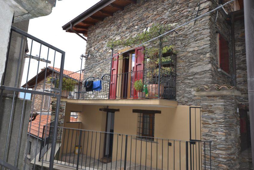 Lago Como PIanello casa in sasso ristrutturata a nuovo con vista lago e terrazzo. Ideale investimento. (12)