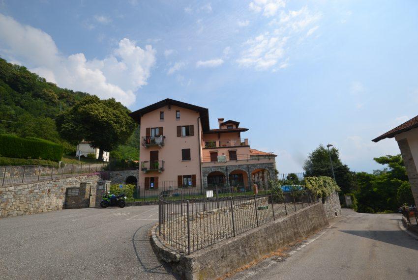 Plesio appartamento in vendita a 4 km da Menaggio. Trilocale con ampio terrazzo (1)