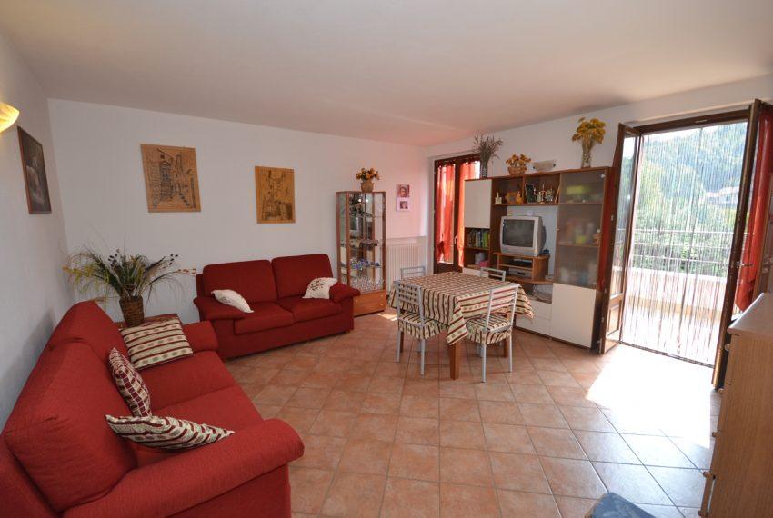 Plesio appartamento in vendita a 4 km da Menaggio. Trilocale con ampio terrazzo (3)