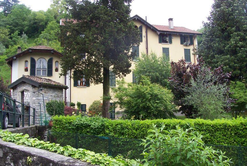 Tremezzo appartamento in villa con parco. € 75.000 arredamento e garage compresi (1)