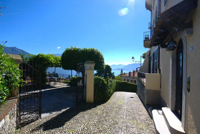 Menaggio dimora villa in vendita con giardino e vista lago. Due minuti a piedi dal centro (1)