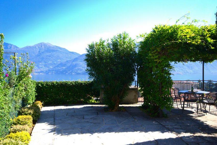Menaggio dimora villa in vendita con giardino e vista lago. Due minuti a piedi dal centro (11)