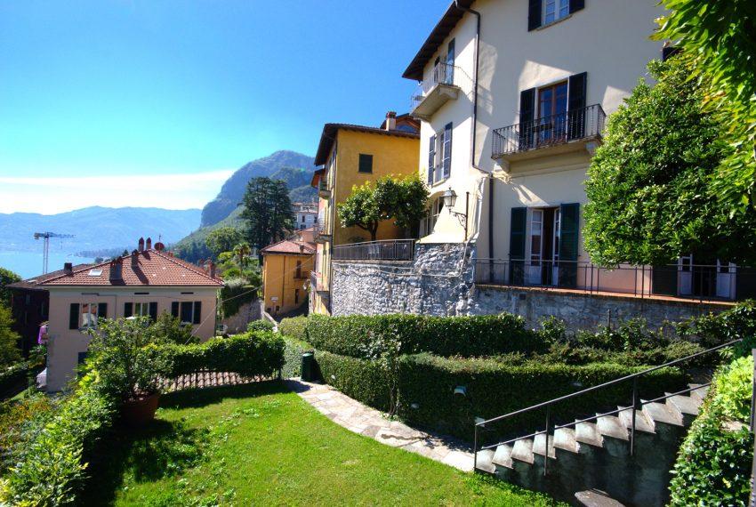 Menaggio dimora villa in vendita con giardino e vista lago. Due minuti a piedi dal centro (26)