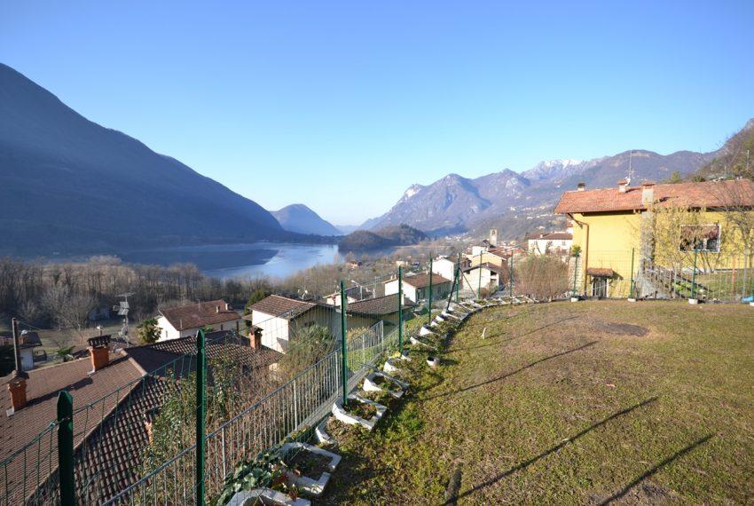 Carlazzo villetta in vendita con giardino e vista lago (1)