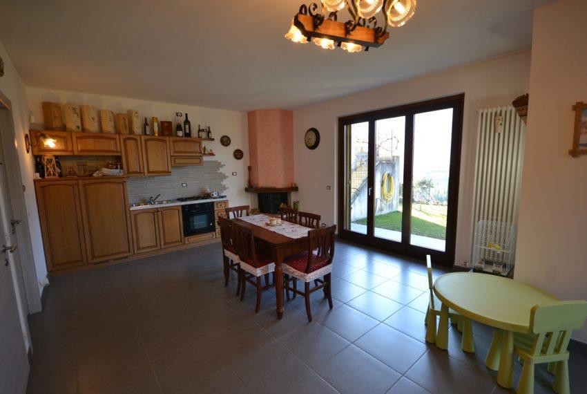 Carlazzo villetta in vendita con giardino e vista lago (11)