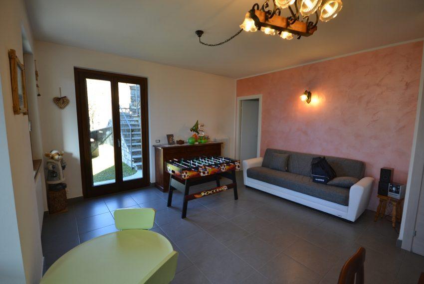 Carlazzo villetta in vendita con giardino e vista lago (12)