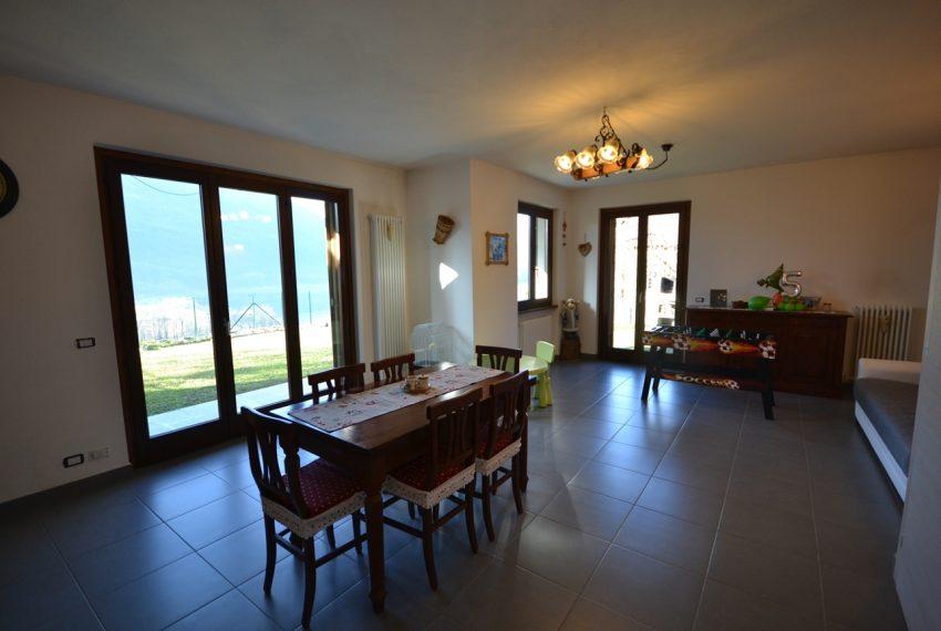 Carlazzo villetta in vendita con giardino e vista lago (13)