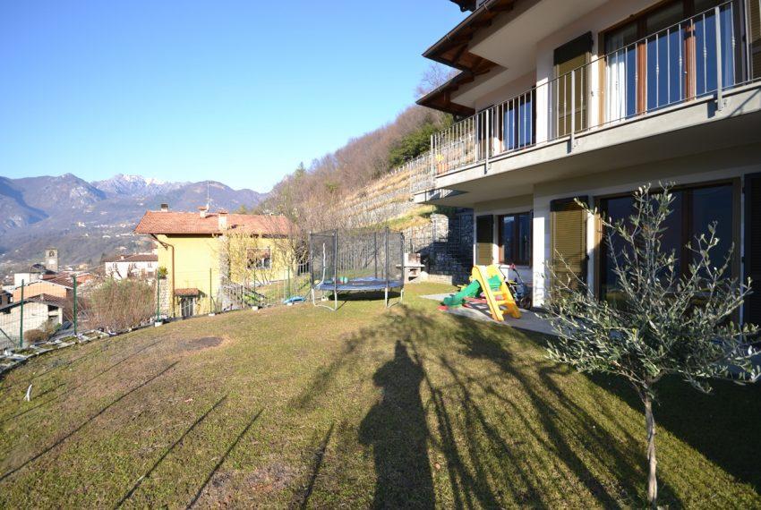 Carlazzo villetta in vendita con giardino e vista lago (15)