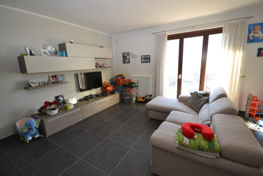 Carlazzo villetta in vendita con giardino e vista lago (5)