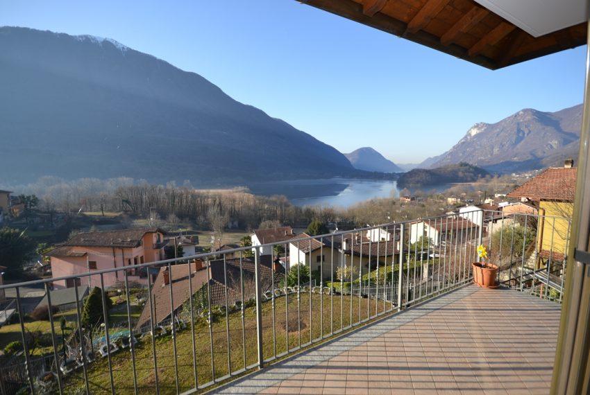 Carlazzo villetta in vendita con giardino e vista lago (7)