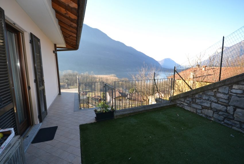 Carlazzo villetta in vendita con giardino e vista lago (8)