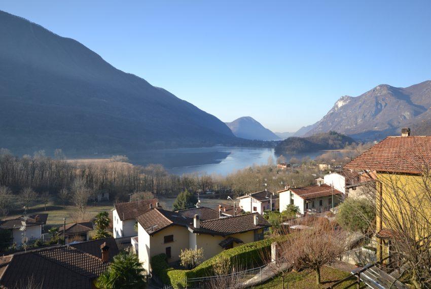 Carlazzo villetta in vendita con giardino e vista lago (9)