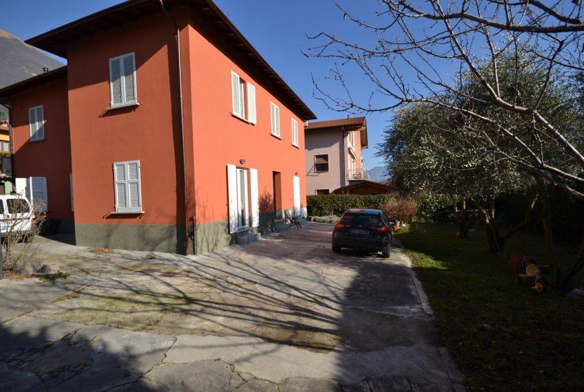 Lenno ampio appartamento con giardino e garage (1)