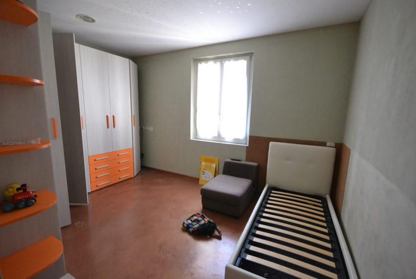 Lenno ampio appartamento con giardino e garage (2)