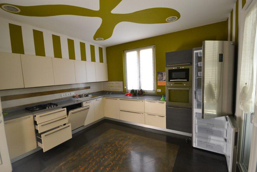 Lenno ampio appartamento con giardino e garage (7)