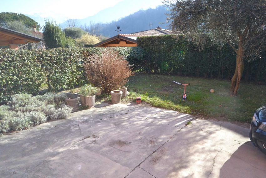 Lenno ampio appartamento con giardino e garage (8)