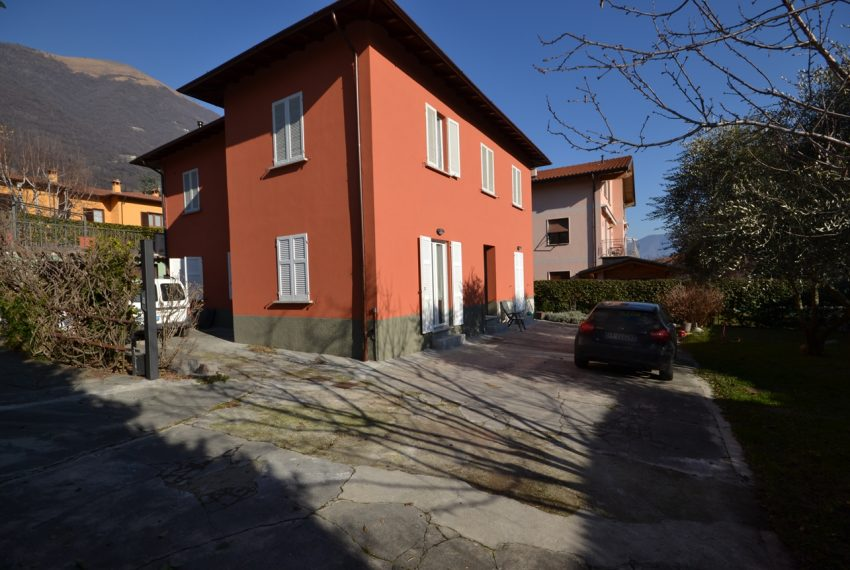 Lenno ampio appartamento con giardino e garage (9)