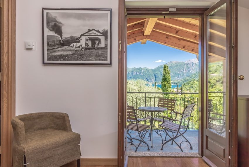 Ossuccio Lago di Como. Villa con giardino e piscina (12)