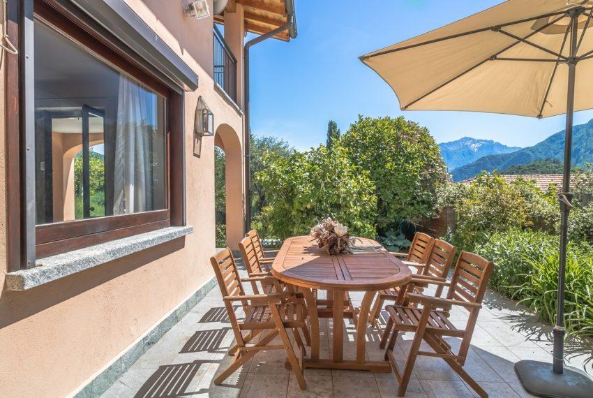 Ossuccio Lago di Como. Villa con giardino e piscina (16)