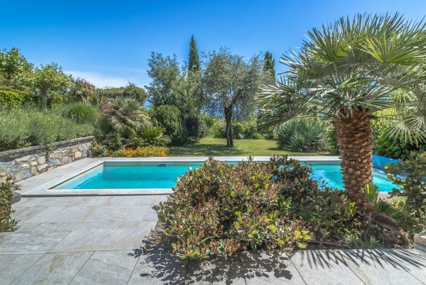 Ossuccio Lago di Como. Villa con giardino e piscina (21)