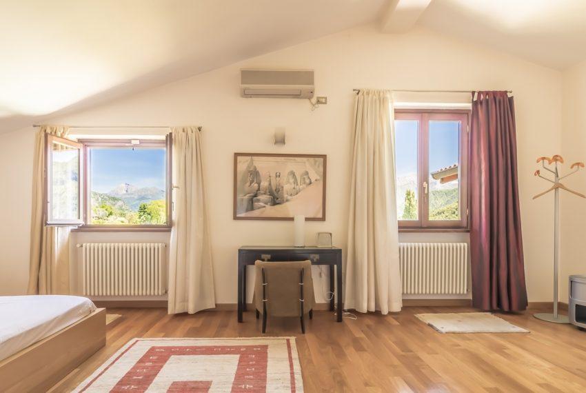 Ossuccio Lago di Como. Villa con giardino e piscina (27)