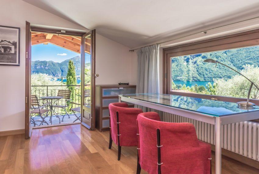Ossuccio Lago di Como. Villa con giardino e piscina (29)