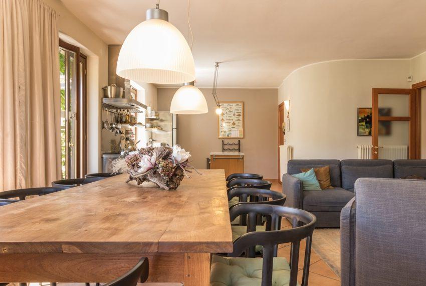 Ossuccio Lago di Como. Villa con giardino e piscina (38)