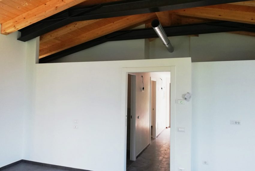 Cremia attico con piscina, garage e giardino. A soli 100 mt dalla spiaggia. Vista lago (7)