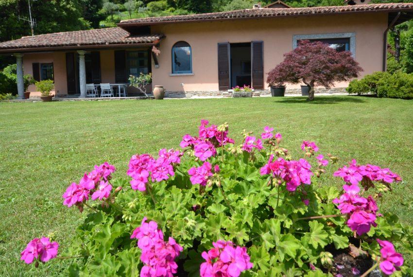 Lago di Como Tremezzina ampia villa con giardino e vista lago (1)