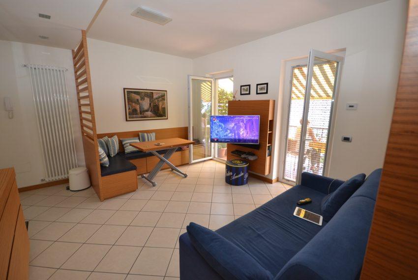 Lago di Como vercana appartamento in residence con piscina (13)