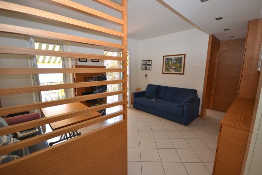 Lago di Como vercana appartamento in residence con piscina (15)