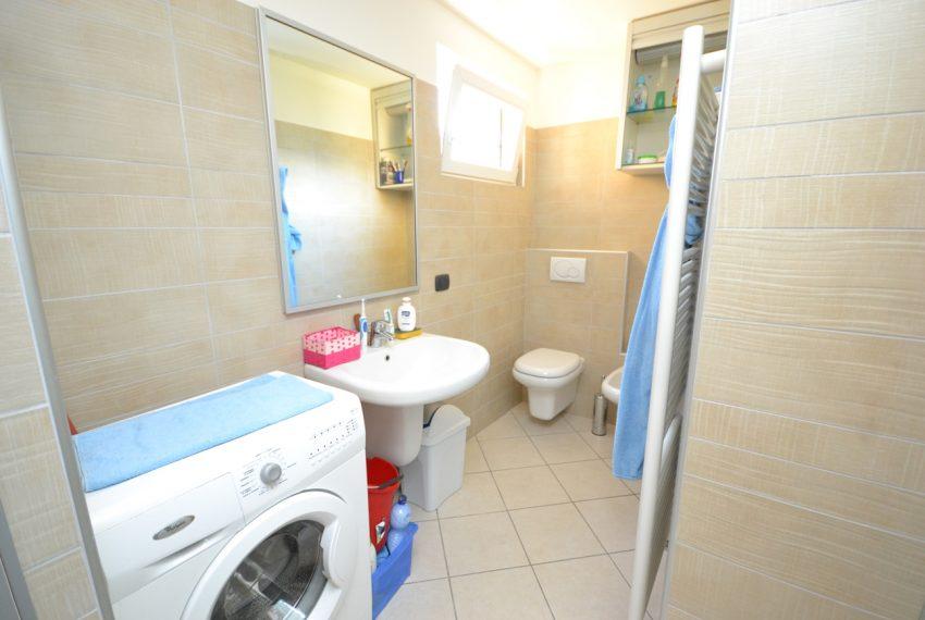 Lago di Como vercana appartamento in residence con piscina (8)