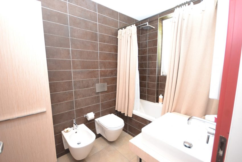 Menaggio collinare appartamento in residence con piscina e vista lago (10)