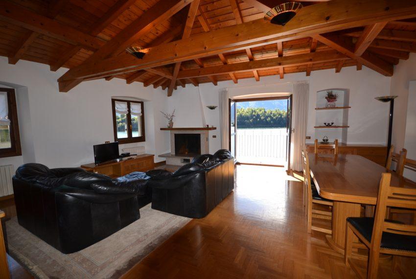 Lago Como Ossuccio attico fronte lago con posto barca (13)