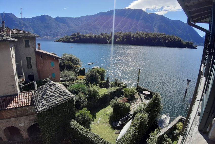 Lago Como Ossuccio attico fronte lago con posto barca (15)