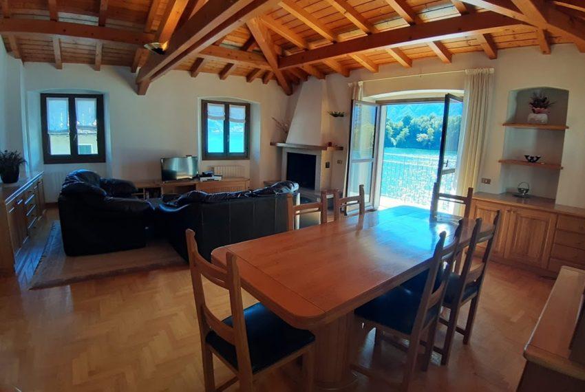 Lago Como Ossuccio attico fronte lago con posto barca (16)