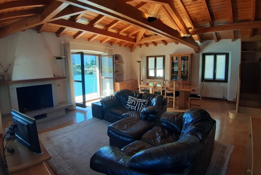Lago Como Ossuccio attico fronte lago con posto barca (17)