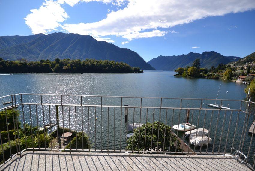 Lago Como Ossuccio attico fronte lago con posto barca (3)