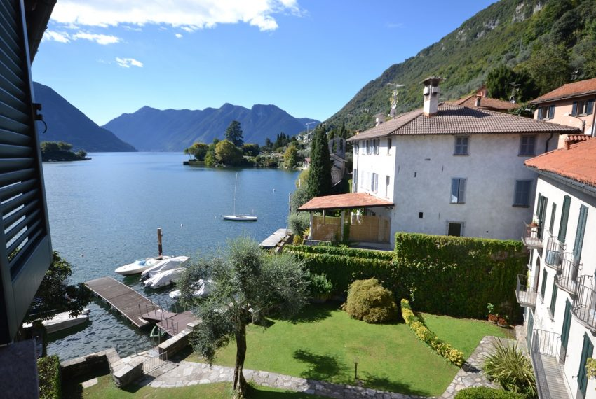 Lago Como Ossuccio attico fronte lago con posto barca (9)